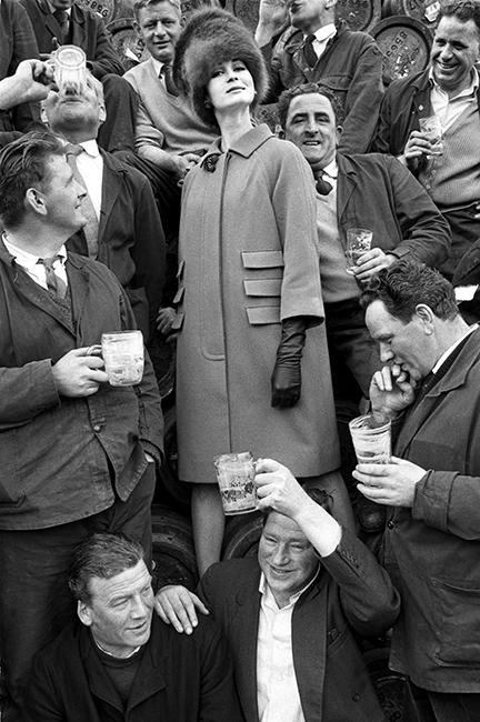 GUINNESS BREWERY - DUBLIN - VOGUE - 1962